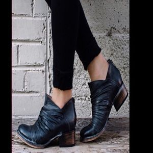Steve Madden Shoes - Freebird by Steve score boot NWT RARE size 7 & 11