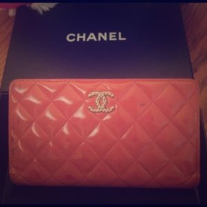 Chanel  salmon patent Zippy wallet&authenticity cd