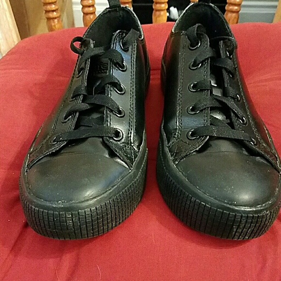 Servers Converse Style Tredsafe Nonslip Shoes
