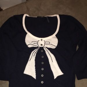 🌟🌟🌟3/4 sleeve adorable bow sweater.