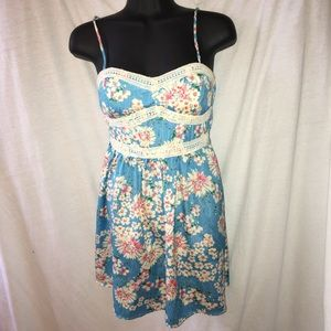 Trixxi Dresses & Skirts - Floral dress with lace