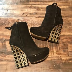 Boutique 9 Shoes - Boutique 9 Emlyn Ankle Boot Black & Gold
