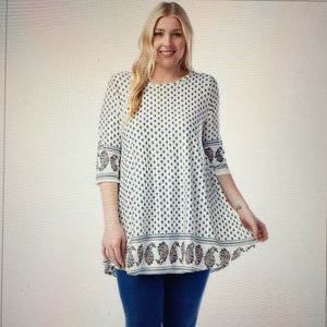 Tops - Beautiful off-white plus size tunic😍