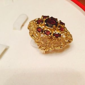 Jewelry - 14K Vintage gold ring with garnets