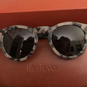 Illesteva Accessories - Illesteva Sun Glasses Leonard