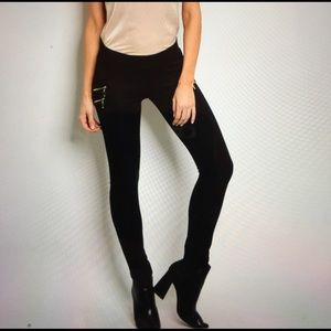 Black skinny pants. S M L