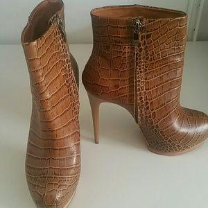 Pour la Victoire Shoes - Pour la victoire light brown snakeskin booties.