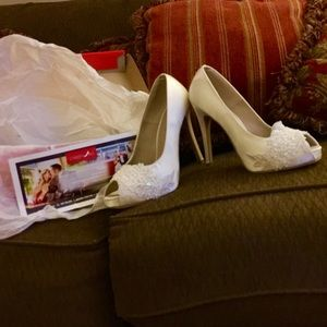 NWTS wedding heels 👠 in original box
