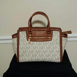 5310ee8c96c706 Michael Kors Bags | Beautiful Large Mk Selma Zip Large Satchel ...