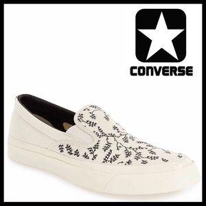 Converse Shoes - ❗️1-HOUR SALE❗️CONVERSE CANVAS SLIP ON SHOES