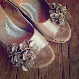 b.o.c. Shoes - Golden leather b.o.c. Espadrille wedges w/flowers