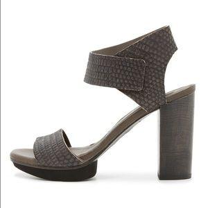 Coclico Dahlia Gray Platform Sandal