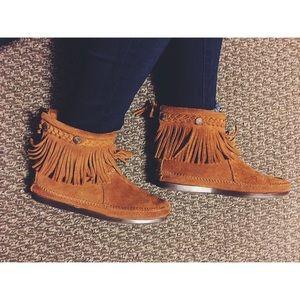 Minnetonka Shoes - 👰🏽🤵🏼Suede Minnetonka HIGH TOP BACK ZIP BOOT