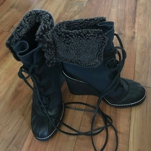 Tory Burch Shoes - 🎉SALE🎉 NEW TORY BURCH SHEARLING BOOT