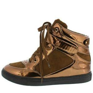 Shoes - ⬇💲New!! Hot Chocolate metallic hightop!