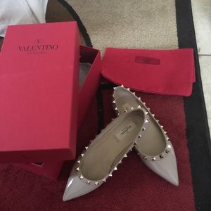 Valentino Shoes - Valentino rock stud  in beige .