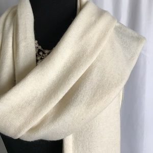 Ann Taylor Accessories - Ann Taylor NWOT 100% cashmere Ivory white scarf