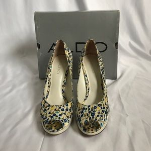 Aldo blue Ivory yellow floral flower pumps 38 sz 8