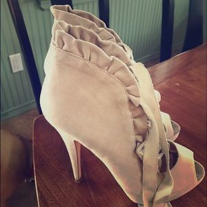 Betsey Johnson Shoes - Amazing Betsy Johnson Lace- Up Shoes SZ 7