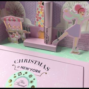 Too Faced Makeup - Too Faced L.E Christmas in NY Merry Macarons