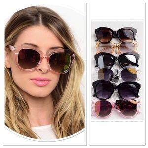 🎉HP🎉 Fashion Sunglasses w/silky protective case