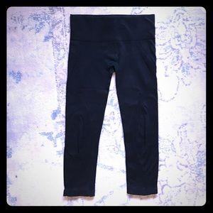 NUX Pants - NUX seamless black Capri leggings