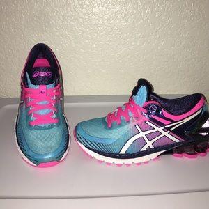 Asics Shoes - ASICS GEL-KINSEI 6 - Running Sneaker WOMEN'S 6.5