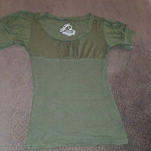 Green short sleeve L top
