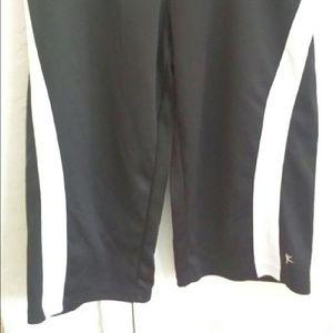 Pants - DANSKIN NOW Black Workout Capri Pants M 8-10