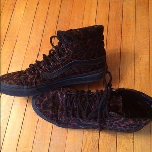 Vans Shoes - Vans Hitop Shoes Ladies 8