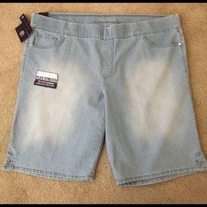 Gloria Vanderbilt Pants - NWT Slimming Denim Stripes Bermudas