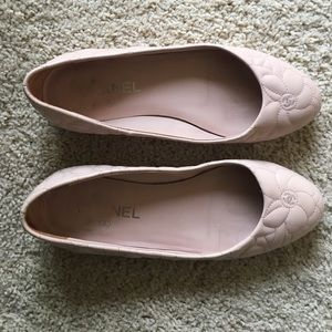 CHANEL Shoes - Authentic CHANEL quilted flats size 37.5 (7-7.5)