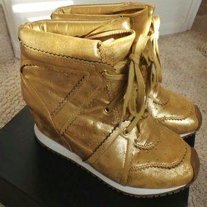 Zigi Soho Shoes - Gold hidden wedge sneakers