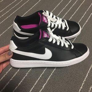 Nike Shoes - Women's Nike court majestic