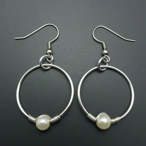 DGwiring Jewelry - HANDMADE Pearl and Silver Wire Earrings