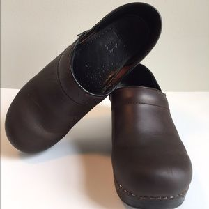 Dansko Shoes - Dansko 🍎 w/flaw swedish brown leather clogs
