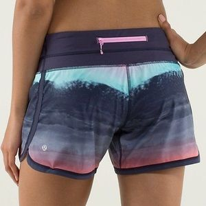 Lululemon Groovy Run Short in Beachscape print