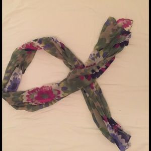 Accessories - Flowered thin scarf