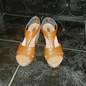 Dr. Scholl's Shoes - Tan Strappy Wedges