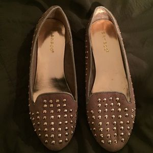 Taupe color studded flats