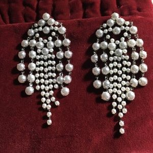 beautiful banana republic   white beaded earrings