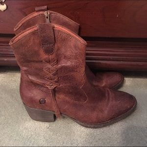 Born Shoes - Born Leather Western Style Boots, EUC