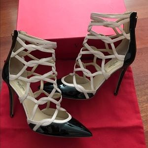 VALENTINO 39.5 Cage Patent Leather Pumps $995