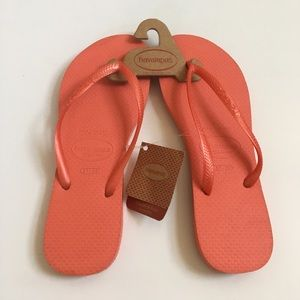 Havaianas Shoes - { Havaianas } Slippers