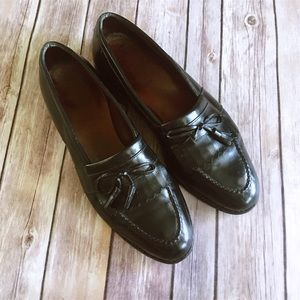 Allen Edmonds Other - Allen Edmonds   Black Leather Chelsea Loafer 10.5