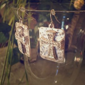 Jewelry - Silver hammered and clear crystal cross earrings