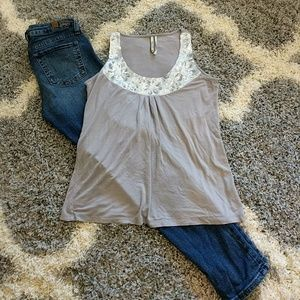 Kische Tops - Gray sleeveless top with sequences