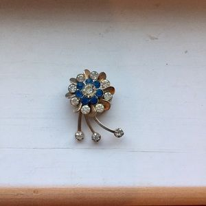 Jewelry - 🌷charming little pin