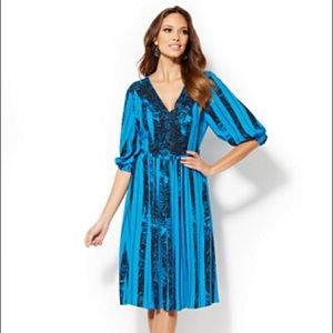 Eva Mendes blue and black pleated dress!