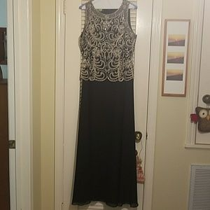 J Kara Dresses & Skirts - Beautiful black dress